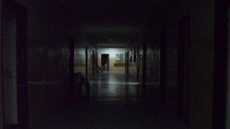 En las noches reina la soledad en casi todos los pasillos del hospital. Esta área tiene 9 años sin funcionar. Manuel Alegría