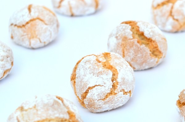 homemade amaretti biscuits