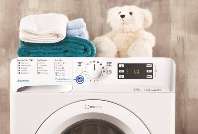 Indesit Innex washing machine lifestyle 2