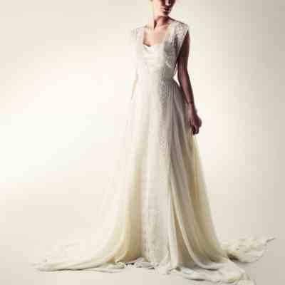 Lace overlay - Larimeloom Wedding Dress   Shop online