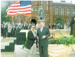 Patrick McGovern presents Larry Magid with  Smithsonian Laureate Medal, April 12, 1999