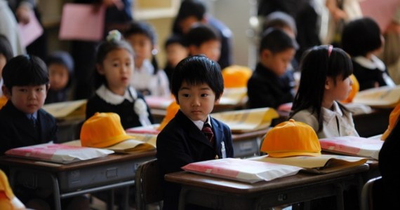 Children sit inside a classroom on their first day of school at Shimizu elementary school in Fukushima, northern Japan April 6, 2011. Over 70 schools began their regular classes on Wednesday in the city of Fukushima, after the earthquake and tsunami that hit the country on March 11. REUTERS/Carlos Barria (JAPAN - Tags: DISASTER EDUCATION SOCIETY) - RTR2KVA4