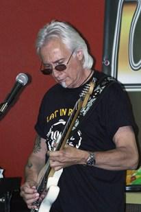 Gitarrist und Sänger Heinz