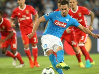 NAPLES, ITALY - SEPTEMBER 28:  Arkadiusz Milik of Napoli scores his tem's third goal with penalty during the UEFA Champions League match between SSC Napoli and Benfica at Stadio San Paolo on September 28, 2016 in Naples, .  (Photo by Maurizio Lagana/Getty Images)