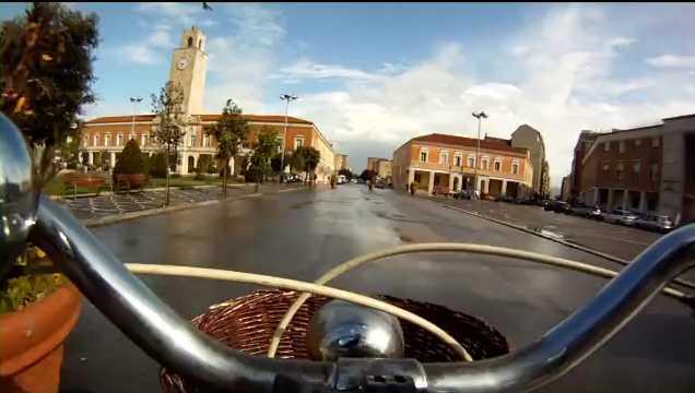 latina-in-bicicletta-0000456422