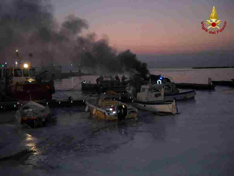 incendio yacht a  Gaeta 3