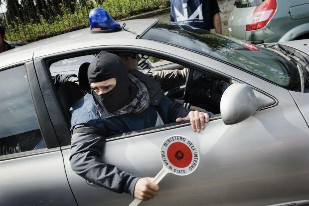 Camorra, arresti tra Formia e Mondragone: pizzo sulle slot-machine ...