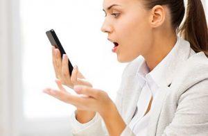ragazza-telefono-smartphone-cellulare