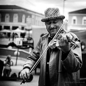violinista-latina-ztl-piazza