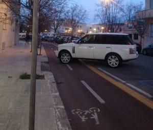 auto-pista-ciclabile-parcheggio-selvaggio-latina