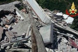 Terremoto, ultimo bilancio: 247 morti e 264 feriti