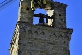 FOTO Impresa dei vigili del fuoco di Latina: recuperata la campana simbolo di Amatrice