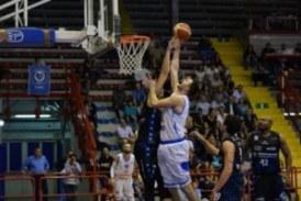 Benacquista Assicurazioni Latina vincente in trasferta a Napoli per 81-93