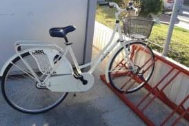 Bicicletta rubata alla Torre Pontina, appello della proprietaria