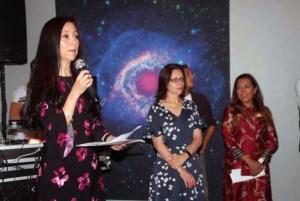 Museo de las Americas Board of Trustees President Elizabeth Muñoz welcomes attendees to El Infinito.