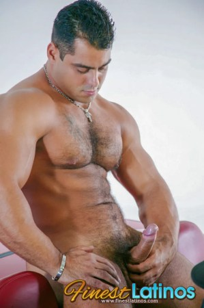 naked-muscular-latino-male
