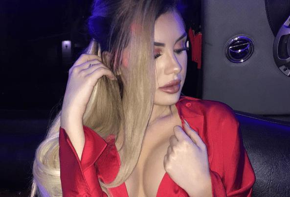 La hija de Myrka Dellanos impacta con fotos de sus pechos ¡casi desnudos!