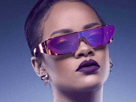 ¡Ups! Rihanna causa polémica al usar un vestido transparente y enseñar sus pezones