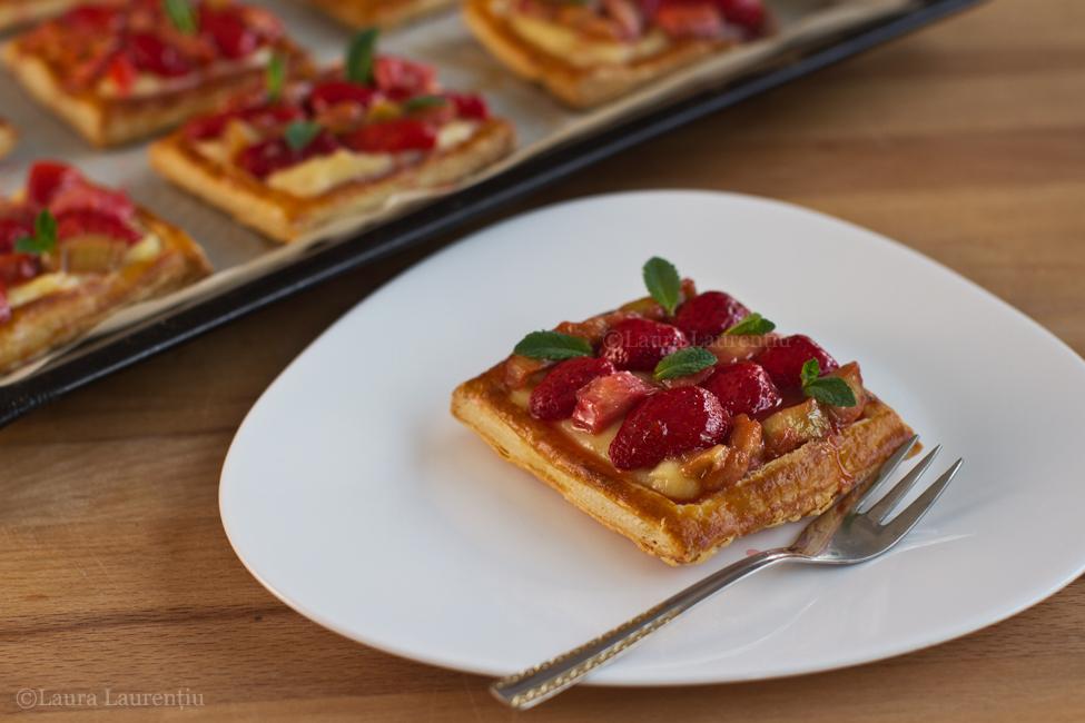Tarte cu cremă de vanilie și căpșuni