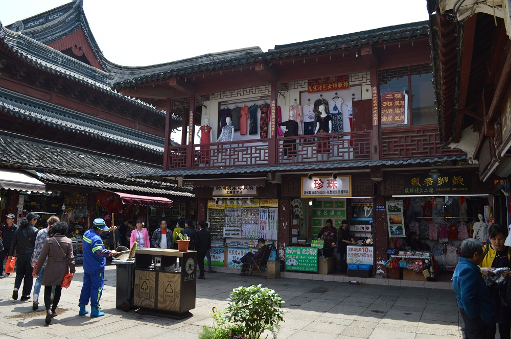 FUZI MIAO NANJING Confucian Confucius Temple Qinhuai River history how to get there getting metro line taxi chinese characters china travel expat when to go what to do see attractions