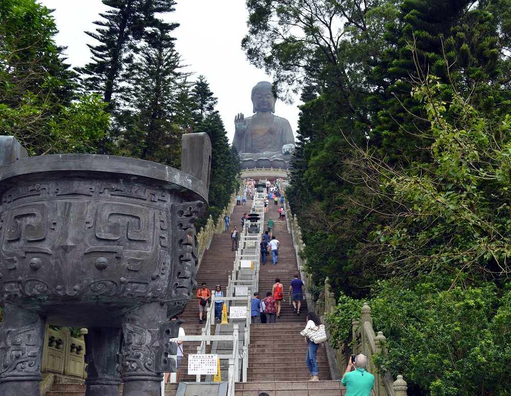 Hong Kong Travel Vlogs! What to do and what not to do on the island. City guide. Lantau Island Tian Tan Buddha Victoria Peak Ngong Ping 360 tram subway mtr taxi ding ding tramways cable car vlogger vlog video diary blog blogger blogging travel traveling travelling traveler china traveller visiting tour gondola po lin monestary tai o fishing village ladies market temple street night market cat street antiques market solo female dragon's back hike shek o beach craft beer