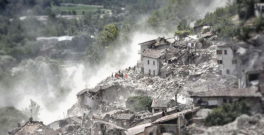 Distrutti dal terremoto cinque paesi in centro Italia, molti dispersi