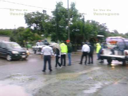 Hoy por la mañana, todavía seguian detenidos los 20 autobuses en la que viajaban los campesinos del municipio de Papantla.