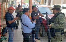 Elementos de la SEDENA increpan a personal del Diputado Local electo de Tantoyuca