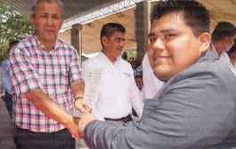 Samuel Aguirre apadrina una generación más de jóvenes estudiantes del CBTa 136