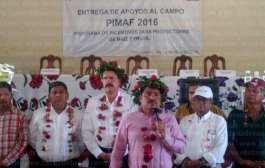 Edgar Díaz y Octavio Lagarreta entregan apoyos en beneficio de dos mil productores en Chicontepec y Benito Juarez