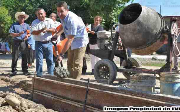 Inician trabajos de pavimentación de calle en la localidad de Chapopote