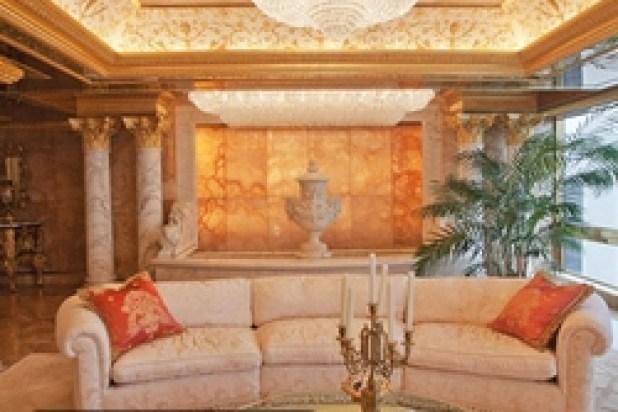 يتميز المنزل بجدران وأرضيات من الرخام