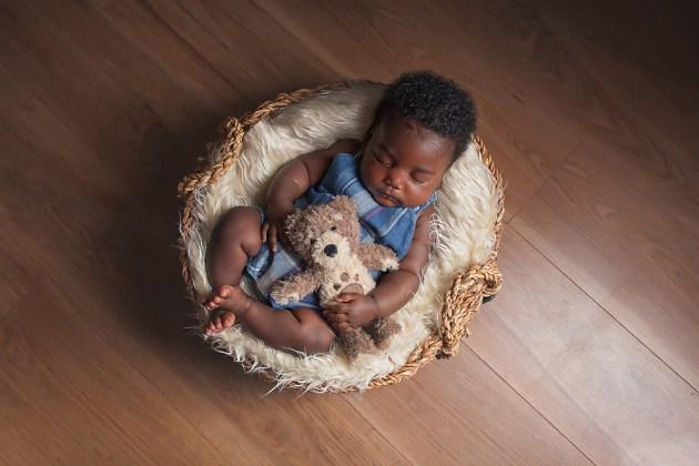 Bracknell Baby Photographer - Older Newborns