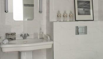 Carrelage salle de bain faïence cuisine Fornasetti