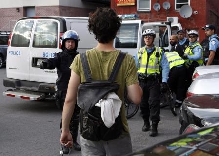 La présence policière demeure par ailleurs imposante tant sur le site du circuit Gilles-Villeneuve que sur les lieux des festivités à Montréal et dans le métro.
