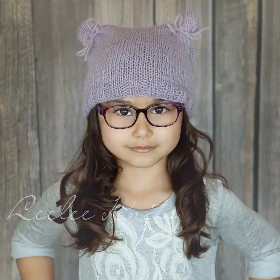 Soft beginner knit hat pattern leelee knitsleelee knits this free knit hat pattern is a really fun beginner project for those of you who are new to knitting its also great if you have been knitting for years bankloansurffo Gallery