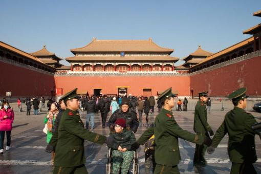 soldiers front of forbidden city