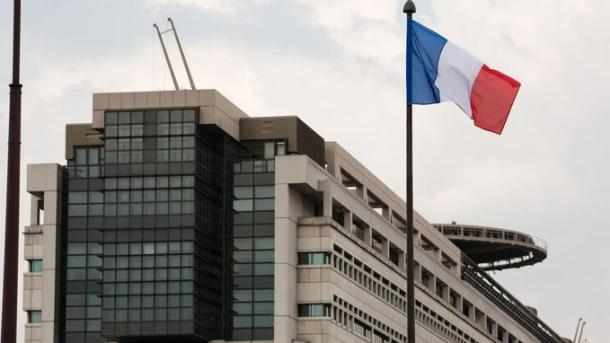 A picture taken on April 14, 2012 in Paris, shows Bercy Finance and Budget ministry next to a France's flag. AFP PHOTO LOIC VENANCE / AFP PHOTO / LOIC VENANCE