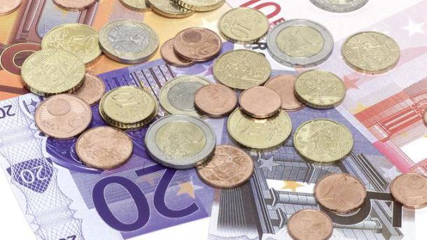 Passage à l'Euro, pièces et billets, illustration. Paris 03/12/01. Jean-Christophe MARMARA/ Le Figaro