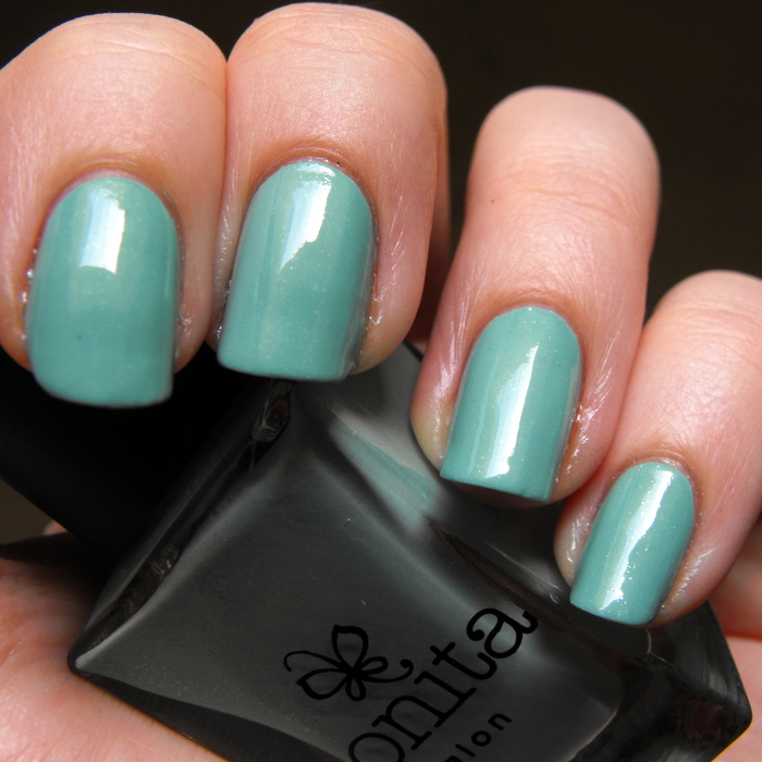 Bonita Salon - Dali's Memory with top coat