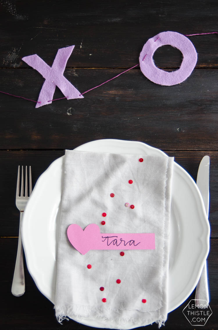 DIY paper hearts place cards- perfect for valentine's day!