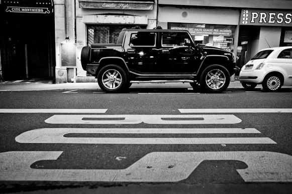 HUMMER H2 in Paris