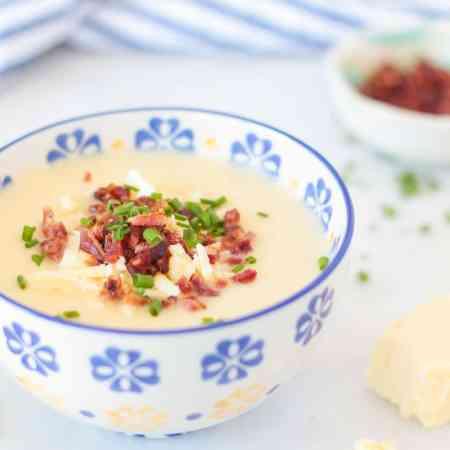 Loaded Baked Potato Cauliflower Soup