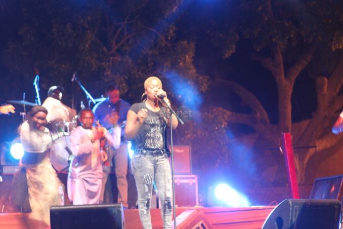 Titi casse la baraque à Thiès le temps d'un concert à la place de France