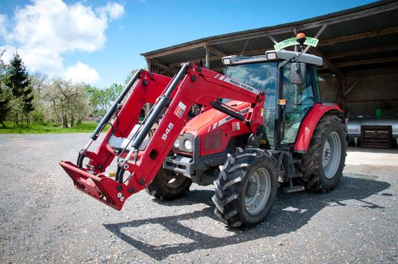 tracteur ferme les bruyères carré moyaux calvados normandie