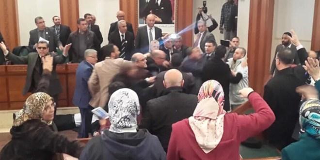 PJD Vs PAM: Violents affrontements au Conseil de la Ville (VIDEO)