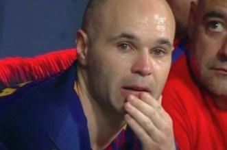 VIDEO- les larmes d'Iniesta ovationné par le public