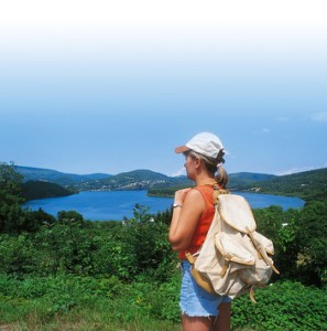 point de vue sur le lac autour du camping Les Rives du Lac du laouzas