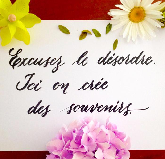 Affiche en calligraphie: Excusez le désordre, ici on crée des souvenirs | Photo et avis cliente