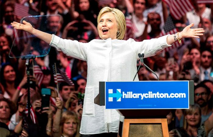 Sanders chiede di interrompere i voti e nominare Clinton per acclamazione